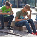 Ученые объяснили, как влияет чрезмерное увлечение соцсетями наздоровье подростков