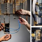 Компания Microsoft разработала новую технологию, позволяющую контролировать 50 тысяч кубитов при помощи простой трехпроводной схемы