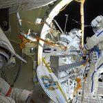 Кто «сверлит дыры» в российском космосе?