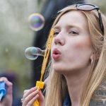 Ученые нашли рецепт рекордно больших мыльных пузырей
