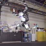 Новости компании Boston Dynamics – акробатические трюки робота Atlas и начало продаж робота Spot