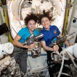 Две женщины впервые вышли в открытый космос без мужчин